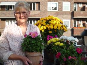 Monika mit Blumen (2)